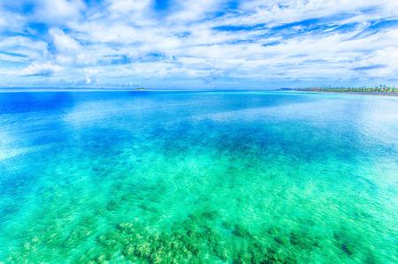 Sea of emerald green, Okinawa 免版税图像 - 27424377