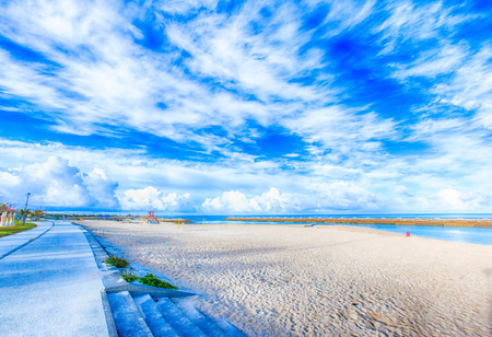 Tropical beach and blue sky of Okinawa 免版税图像
