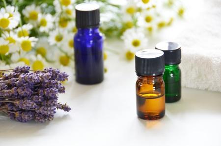 essential oils with herbal flowers Foto de archivo
