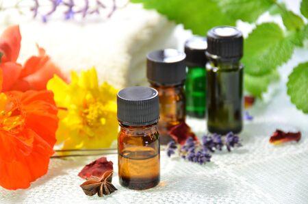 THerische Öle für die Aromatherapie Standard-Bild - 26965013