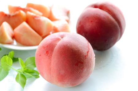 peach on white background Foto de archivo