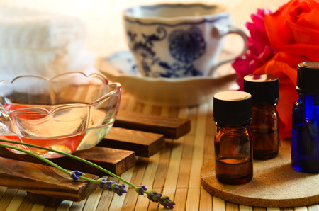 THerische Öle für die Aromatherapie-Behandlung Standard-Bild - 44585889