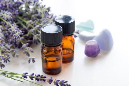 THerische Öle mit Lavendel Standard-Bild - 61305796