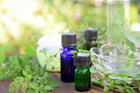 essential oils and natural cosmetics with green herbs Standard-Bild