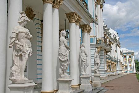 tsarskoye: ST. PETERSBURG, TSARSKOYE SELO, RUSSIA - JUNE 26, 2008: Statues at Catherine Palace