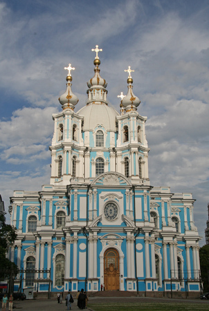 bartolomeo rastrelli: ST. PETERSBURG, RUSSIA - JUNE 27, 2008: The Smolny Cathedral that was built by Italian architect Francesco Bartolomeo Rastrelli in 748-1763. Cathedral of Smolny Convent.