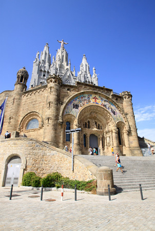 cor: BARCELONA, CATALONIA, SPAIN - AUGUST 29, 2012: Church of the Sacred Heart of Jesus The Temple Expiatori del Sagrat Cor on Tibidabo in Barcelona Editorial