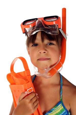 jeune fille portant des lunettes de plongée au tuba et tuba bouts