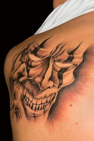 Tattoo sur un retour de l'homme