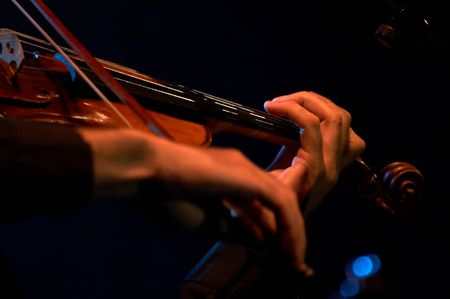 Artist in Jazz concert playing violin