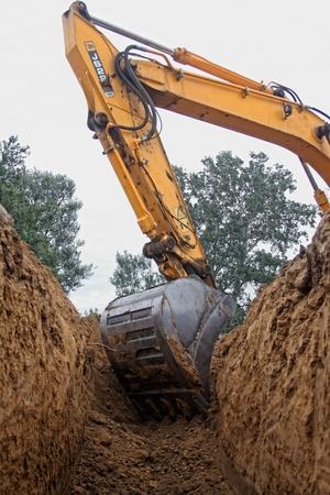 Excavatrice creuser une tranchée profonde Banque d'images - 10569746