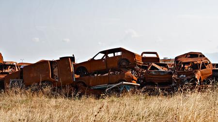Un grand nombre de voitures d'occasion à la casse
