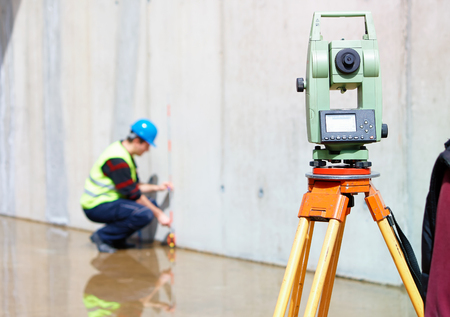engineering tool: Surveyor equipment tacheometer or theodolite outdoors at construction site Stock Photo