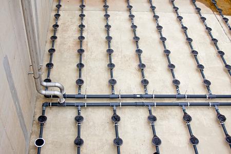 réservoir de traitement de l'eau avec les eaux usées avec le processus d'aération Banque d'images