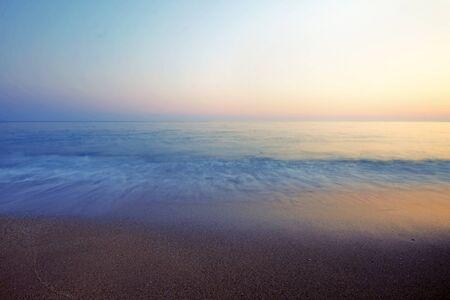 Vrachos. Grèce. Une plage dans une chaude nuit d'été