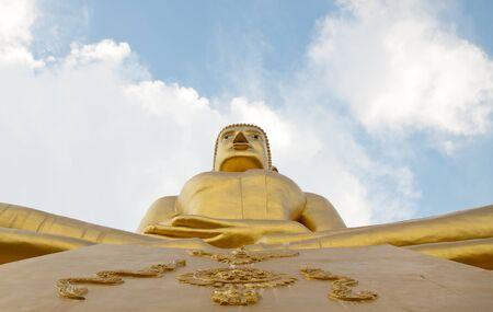 buddha statue: Big golden buddha statue