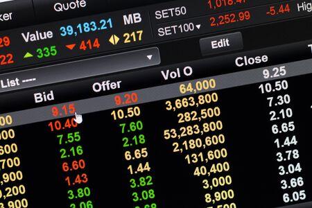 bid: Bid click in online stock market.