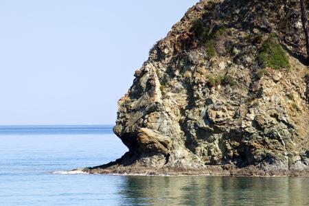 semblance: Rock in Baia di Cleopatra Vicino a Kemer, in Turchia, la primavera 2013