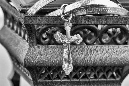 reflectivity: Jewellery box stores gold cross