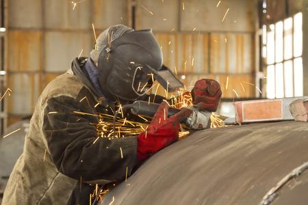 exchanger: welder weld multi-pass weld of the shell of the heat exchanger