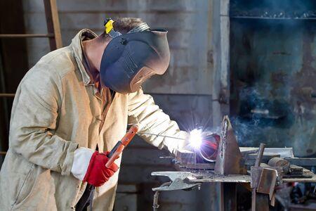 obtain: Welding sample to obtain the certification of welder