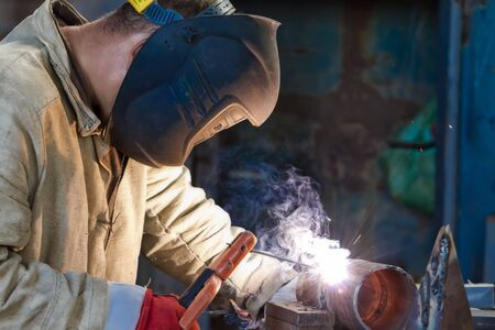 obtain: Welding sample to obtain the certification of welder