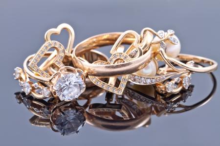 Various women's gold jewelry : rings, earrings and pendant Standard-Bild