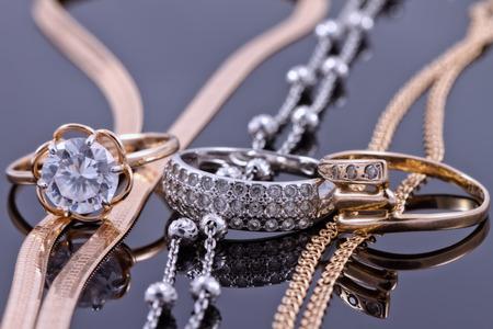 Sieraden sets van goud en zilver: ketting en ring