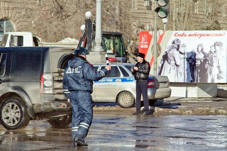 regulate: VOLGOGRAD - JANUARY 30: Employees of road patrol police regulate traffic at the busy intersection. January 30, 2016 in Volgograd, Russia. Editorial