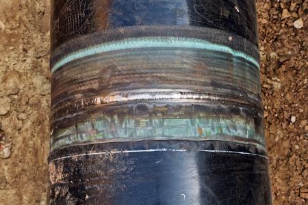 firmeza: a tope anular soldada tubos de alta presión de la tubería de costura en un aislamiento de protección especial Foto de archivo