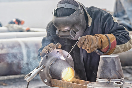 Welding works on manufacturing of units and parts of pipelines in the field
