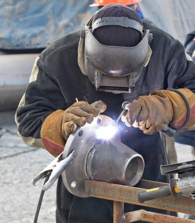 flange: Manual arc welding conical transition with a skirted flange on mobile stand