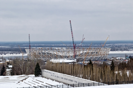 mondial: VOLGOGRAD - FEBRUARY 5:View of the construction of a new football stadium for the world Cup at the foot of Mamayev Kurgan . February 5, 2017 in Volgograd, Russia.