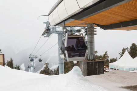 Ski lift cabins in snow storm with low visibility Standard-Bild