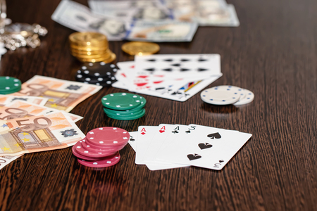 Attributes of gambling on a wooden table - money, cards, playing chips and bitcoins Standard-Bild - 113035609