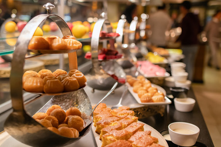 All-inclusive buffet with sweets and desserts for dinner Standard-Bild - 113042278