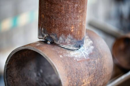 Docked and prepared sample for welding of pipeline element with pipe-to-pipe insert Stockfoto