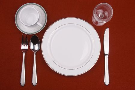 Plaats vaststelling van een restaurant die in rode achtergrond. Stockfoto