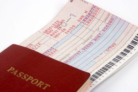 Close-up van paspoort en vliegticket.