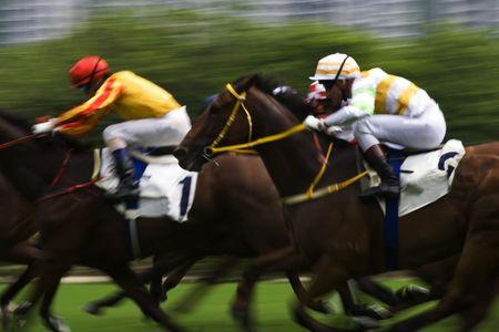 cavallo in corsa: L'Ippica a Hong Kong Jockey Club. (un po 'di rumore a causa degli elevati ISO e del movimento per effetto sfocato)