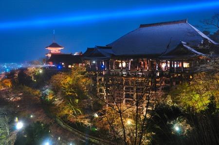 일본의 기요 미즈 사원 조명