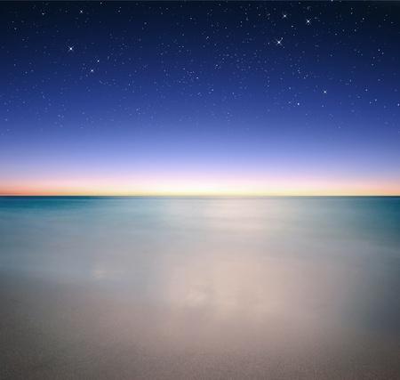 하늘과 밤 바다 전망 스톡 콘텐츠