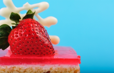 custard slices: Strawberry cake