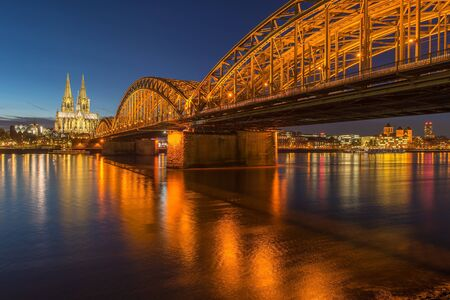 dom: Bridge and the Dom of Cologne at night. Cologne, Germany
