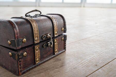 Une photo du coffre au trésor utilisé lors de l'événement. Banque d'images