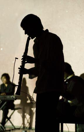 clarinete: M�sico de jazz a tocar el clarinete  Foto de archivo