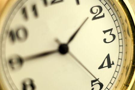 手動の昔の時計のダイヤル