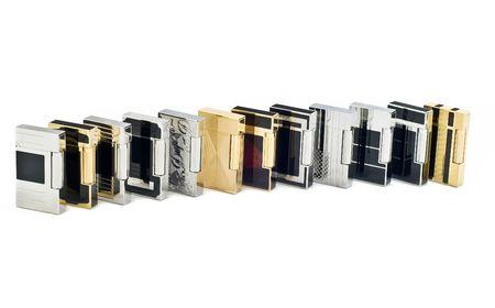 encendedores: Doce encendedores de cigarrillos en fondo blanco aisladas  Foto de archivo