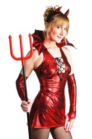 白い背景の上のトライデントとの赤い悪魔の女性