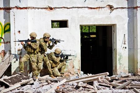 3 人の兵士を攻撃したテロリストのキャンプ